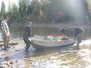 Quand ont pêche, ça demande du travaille d'équipe mais parfois on doit faire tout ce travaille seul.