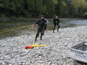 Après avoir place un filet le long de la rivière tu dois faire sur qu'il est très serré.